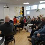 Pán Halcin beseduje s obyvateľmi o tom, ako pomôcť seniorom aby sa nestali obeťou trestného činu