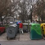 Odpadové nádoby uložené na regulérnych parkovacích miestach, november 2015